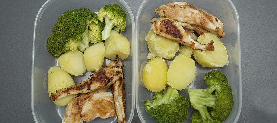 Lebensmittelreste lassen sich gut im Kühlschrank aufbewahren