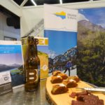 Apero am Messestand Engadin