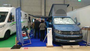 Messestand Ruedi Strub mit VW-Bus