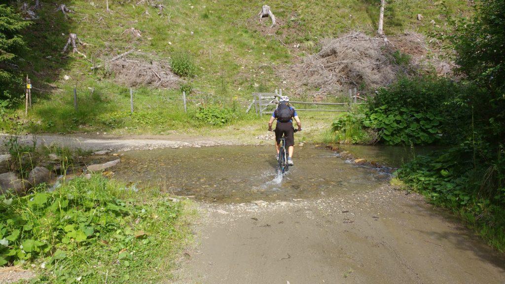 Mtb im Einsatz in einem Flussbett