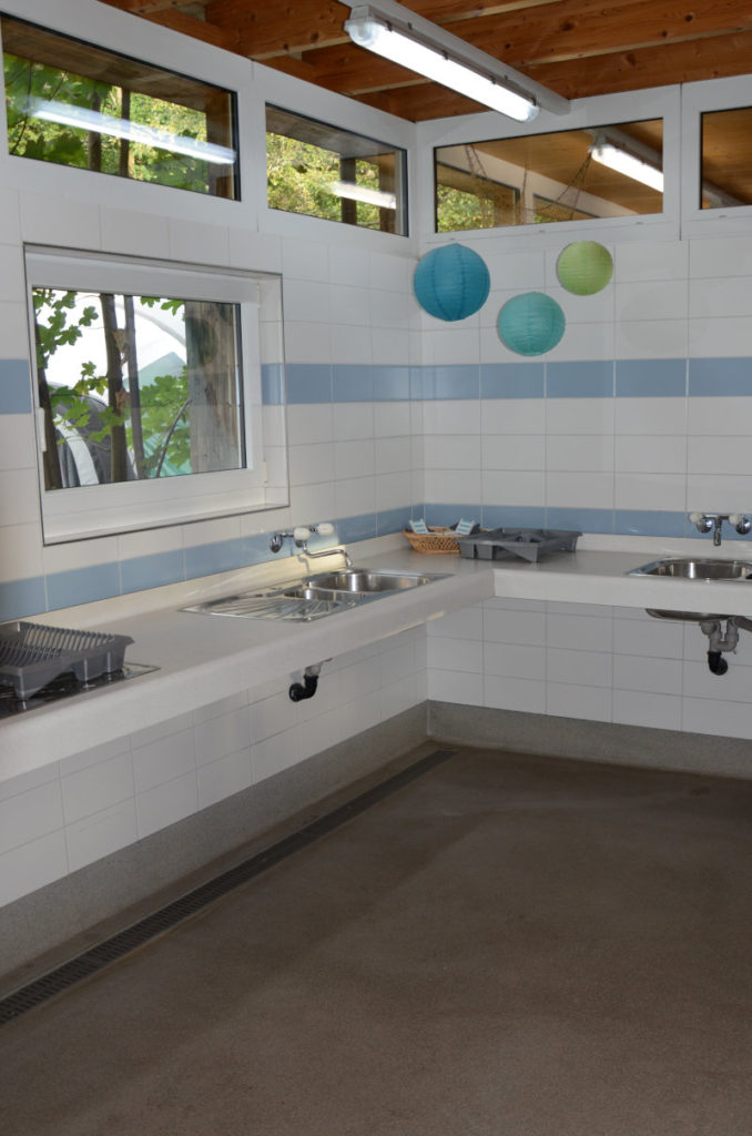 Abwasch-Station mit Blick ins Freie
