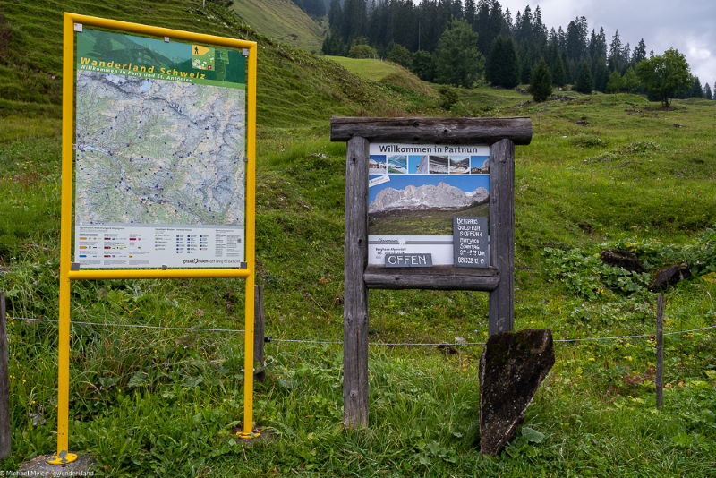 Beschriftungszafeln zu Wanderrouten