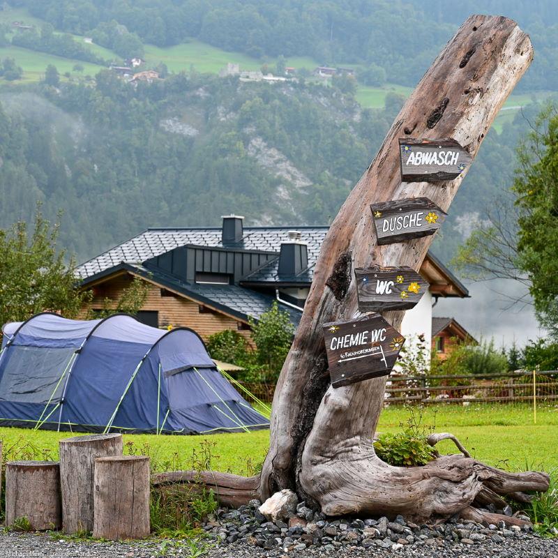 Beschriftungen auf dem Camping Fideris